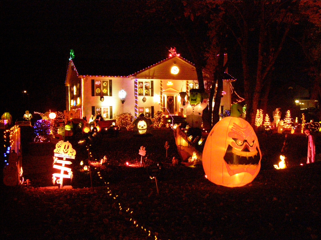 Scary halloween house decorations - Scary Halloween Outside House Decorations Photo 9